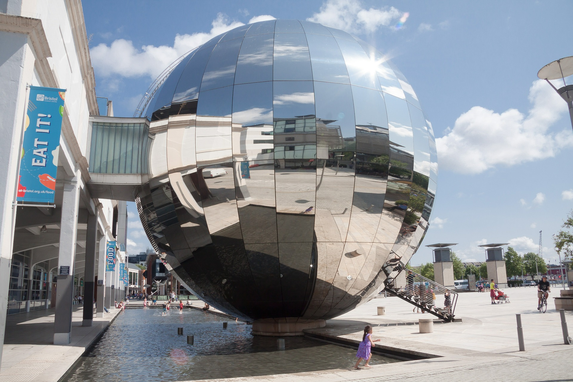 The 3 D planetarium in Millenium Square